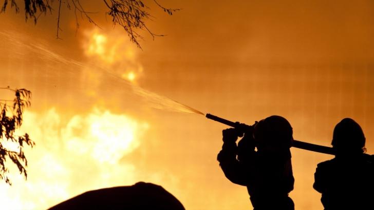 Trei morţi în Franţa într-un incendiu produs într-o clădire ocupată de romi
