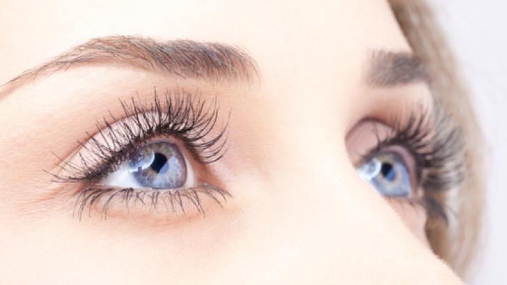 Ochi de femeie