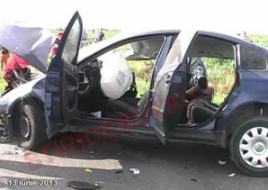 Imagini dramatice de la locul accidentului din Buzău, în care două tinere şi-au pierdut viaţa