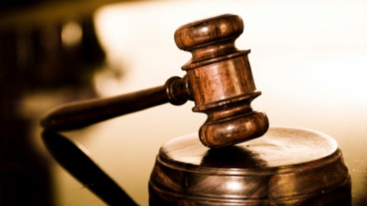 Asistentă condamnată la patru ani de închisoare pentru că a eliberat certificate false de habdicap