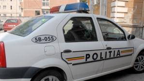 Maşina Poliţiei Rutiere a ARS în totalitate, pe DN1. Foto: turnulsfatului.ro