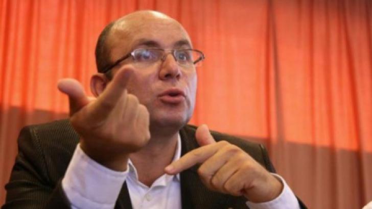 """Cosmin Guşă: """"Lupta dintre Traian Băsescu şi Victor Ponta e cea dintre Lolek şi Bolek"""""""