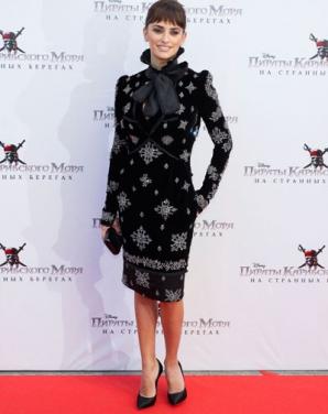 Penelope Cruz este superbă într-o rochie din catifea neagră