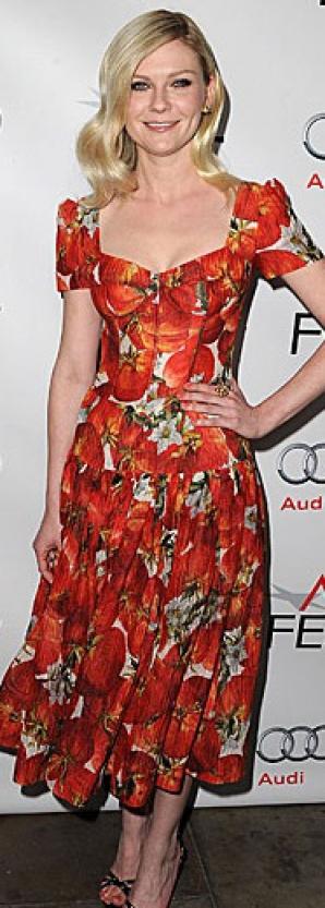 Actrița Kirsten Dunst arată adorabil într-o rochie care se încadrează perfect în noul trend floral.