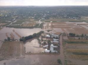 Imagini surprinse din primul elicopter al MAI care survolează zonele afectate de inundații din județul Galați