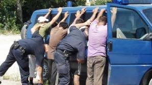 Tineri la spital după ce s-au bătut pe stradă, iar unul a folosit pistol cu bile de cauciuc