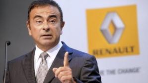 """Traian Băsescu i-a înmânat şefului Renault-Nissan, Carlos Ghosn decoraţia Ordinul Naţional """"Steaua României"""" - în grad de Comandor"""