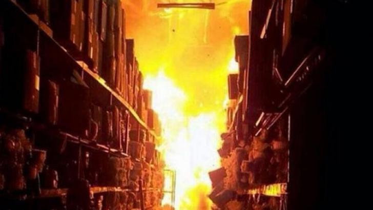 Incendiu puternic la un hotel aflat lângă o benzinărie, la Braşov