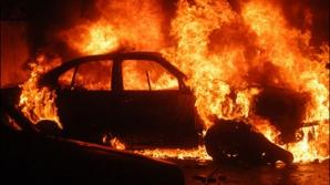 Maşină incendiată