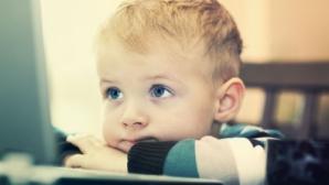<p>Cum îşi calmează părinţii bebeluşii? O treime din copii se joacă pe tablete înainte să vorbească</p>