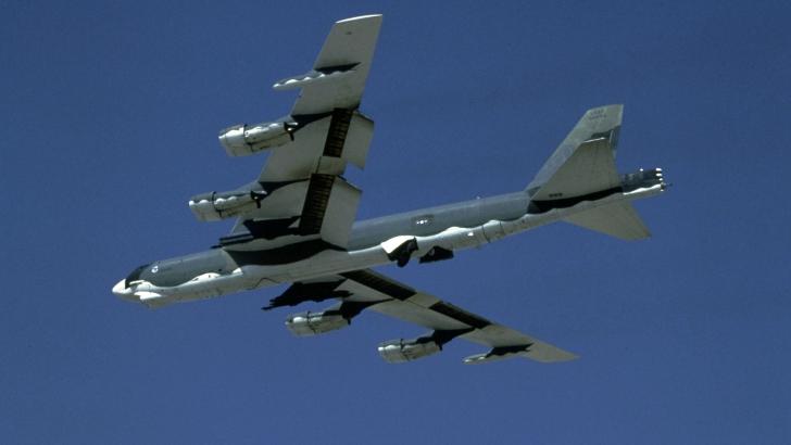 Două bombardiere americane, fără autorizaţie, în spaţiul aerian al Chinei