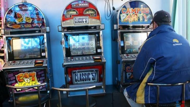 """Guvernul creşte taxele pe jocuri de noroc şi impune o taxă anuală """"de viciu"""" pentru slot-machine"""