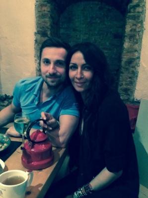 Mihaela Rădulescu şi Dani Oţil, petrecere cu lăutari în Centrul Vechi