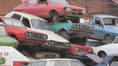 Perioada după care mașinile abandonate pot fi ridicate de pe domeniul public se înjumătățește