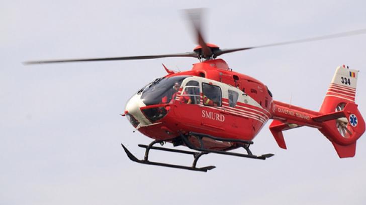 Una dintre victimele accidentului, transportată cu un elicopter SMURD