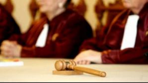 CURTEA CONSTITUŢIONALĂ dezbate azi 3 sesizări depuse de Băsescu şi PDL