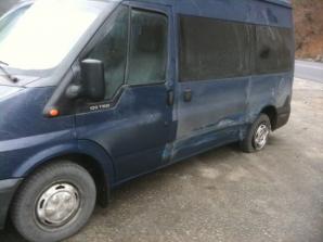 Trupa Cargo, implicată într-un accident pe Valea Oltului. Microbuzul trupei, avariat. Foto: Facebook