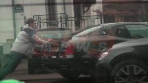 Logodnicul Ioanei Băsescu, filmat când împinge o mașină de 100.000 de euro