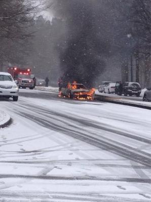 Un strat de zăpadă de câteva degete a provocat dezastru pe şoselele din Alabama