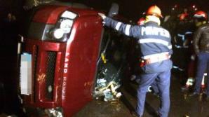 Maşina a fost scoasă din canalul Dunăre-Marea Neagră cu ajutorul unei macarale. Foto: reporterntv.ro.
