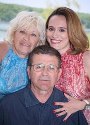 Andreea Esca împreună cu părinții săi