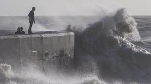 Furtunile au provocat inundaţii pe coastele Angliei
