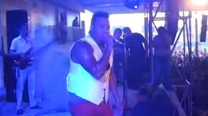 Cântăreț electrocutat pe scenă