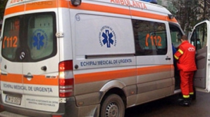 Tânăr în stare gravă la spital, după ce a fost găsit în curte în şoc hipotermic şi hemoragic
