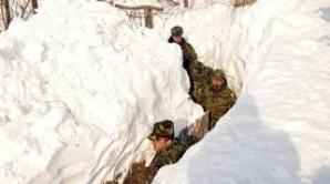 MApN: 450 de militari participă la acţiuni de deszăpezire şi ajutorare a populaţiei