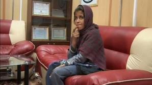 Fetiţă afgană, forţată să poarte o vestă cu explozibil