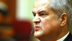 Adrian Năstase, apărat cu poezii pe Facebook