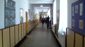 """Directorii de la Liceul """"Capsali"""" şi """"Sfântul Andrei"""", demişi pentru deficienţe manageriale"""