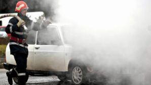 Un autoturism a luat foc în trafic pe autostrada A1