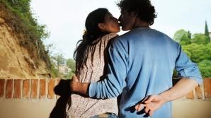 7 semne că iubitul tău te minte și că are ceva de ascuns