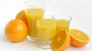 Sucurile naturale de fructe conţin cantităţi impresionante de zahăr