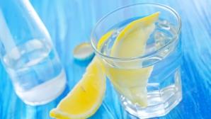 SĂNĂTATE. Care sunt beneficiile miraculoase ale unui pahar de apă cu lămâie