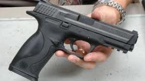 Sibiu: Bărbat cercetat după ce a tras cu un pistol într-un angajat al său