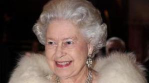 """Regina Marii Britanii a ajuns """"la sapă de lemn"""""""