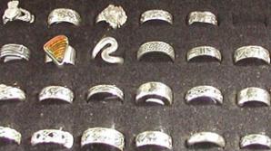 Peste 50 kg de bijuterii de argint, confiscate de inspectorii vamali de la Otopeni