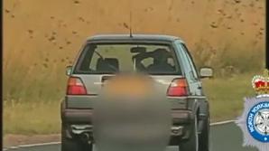 Şofer teribilist, filmat de o cameră a poliţiei rutiere: conducea fără mâini, cu 100 km/h