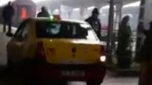Cu taxiul pe peron în Gara de Nord