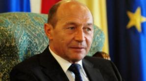 TRAIAN BĂSESCU semnează decretele prin care GABRIEL OPREA preia INTERIMAR conducerea MAI