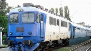 Sute de oameni opriţi pe câmp din cauza opririi circulaţiei feroviare