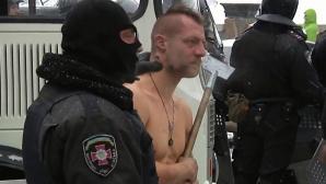 Protestatar maltratat de forţele de ordine