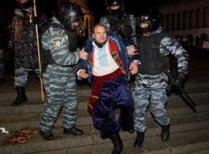 CRIZA DIN UCRAINA. Manifestanţii de la Kiev au ocupat o clădire a Ministerului Justiţiei / Foto: belfasttelegraph.co.uk