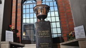 Urna cu cenuşa lui Sigmund Freud, deteriorată în timpul unei tentative de furt