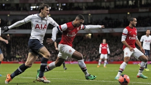 Vlad Chiricheş în acţiune, în meciul de astăzi cu Arsenal Londra