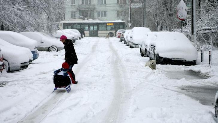Primăria Capitalei a dat amenzi celor care nu şi-au curăţat zăpada din faţa casei sau sediului