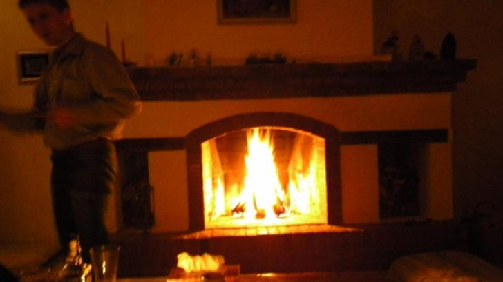 Focul din şemineu a produs mai multe incendii în noaptea de Revelion