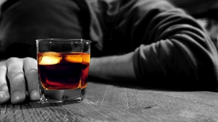 Consumul REGULAT de alcool poate CONTRIBUI la dezvoltarea CANCERULUI de piele
